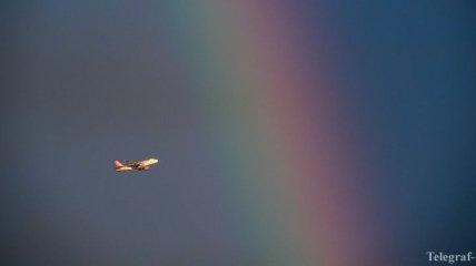 Итальянец вызвал панику, пытаясь выйти из самолета на высоте 9000 метров