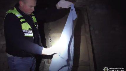 Поліцейські знайшли речові докази