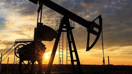 Мировая нефть снова дешевеет: сколько стоит Brent и WTI