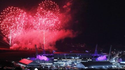 Это нельзя пропустить: яркие кадры невероятного шоу в честь закрытия Олимпиады (Фото)