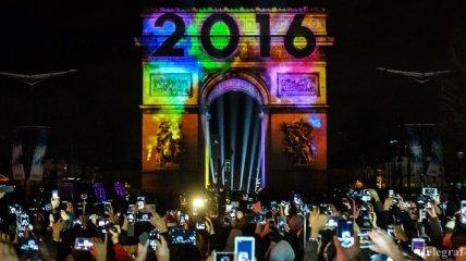 Во Франции Новый год встретили без салютов