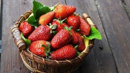 Названы фрукты и ягоды, которые вызывают опасные заболевания