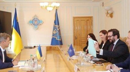 Данилюк проинформировал делегацию НАТО о приоритетах работы СНБО
