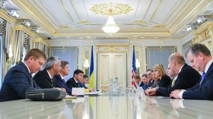 Зеленский призвал США продолжать ужесточение санкций против России