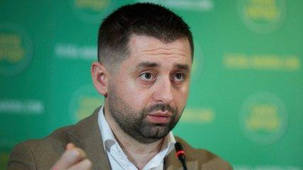 """""""Закроют как Северную Корею"""" - в Сети раскритиковали заявление Арахамии про Будапештский меморандум"""