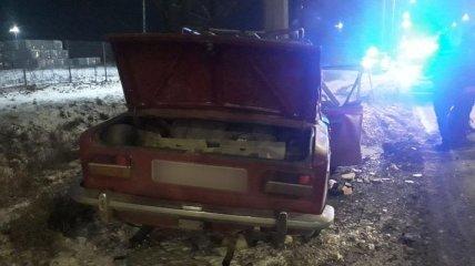 Ночное месиво: В Харьковской области легковушка въехала в столб, водитель погиб