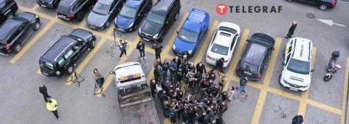 Машину Шефира увозят с парковки.