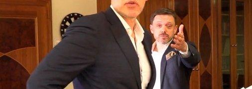 Топ-чиновники — Володимир Пікалов та Євген Мецгер — наказали охороні забрати техніку і закрили журналістів в кабінеті